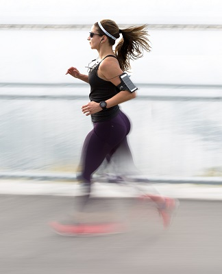 filip-mroz-167499-unsplash-1 Woman running.