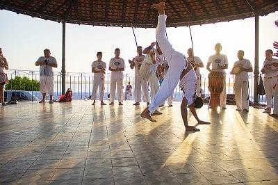 800px-Capoeira_(246039881)