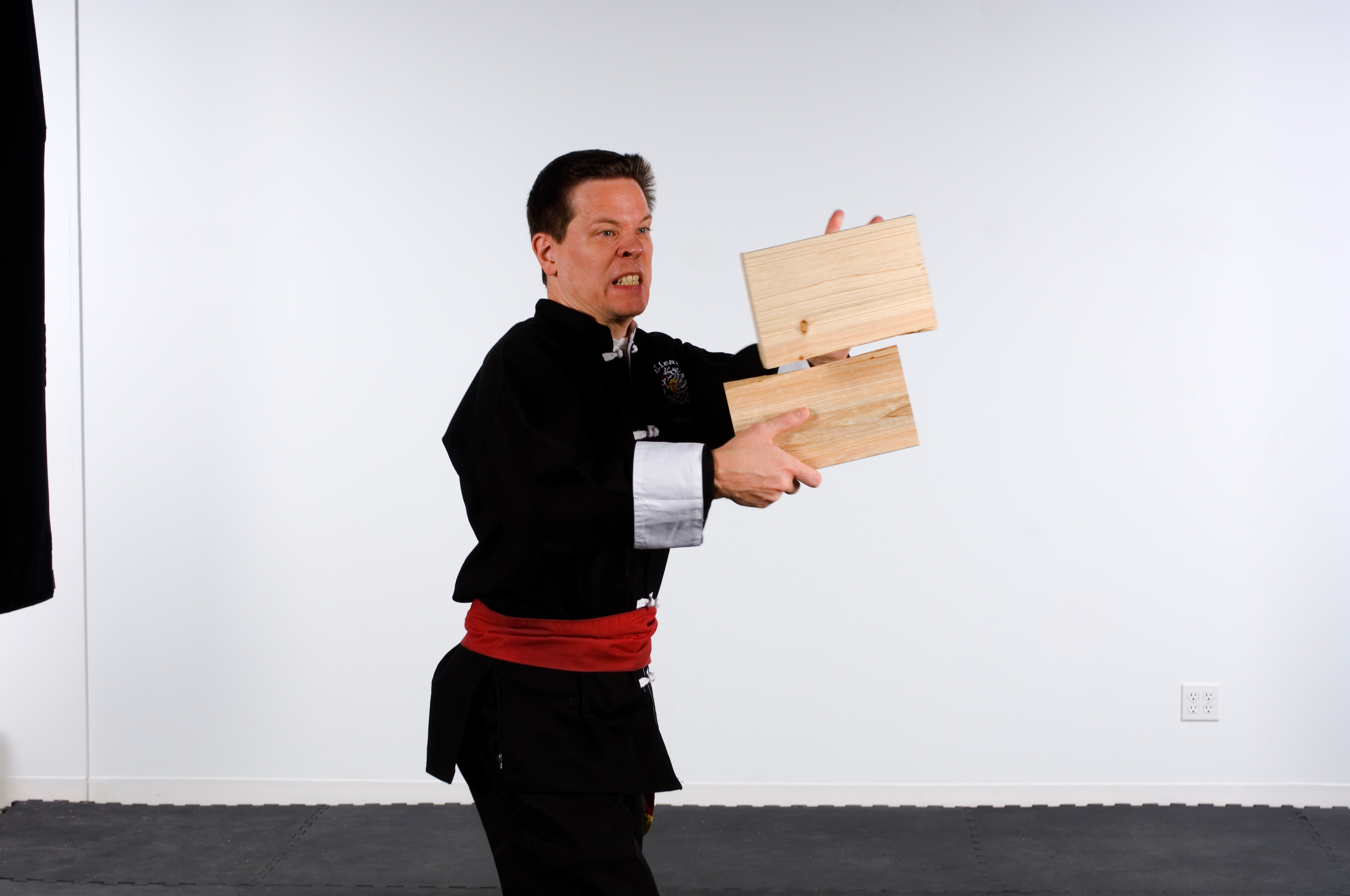 Board breaking in kung fu requires concentration and self-discipline.