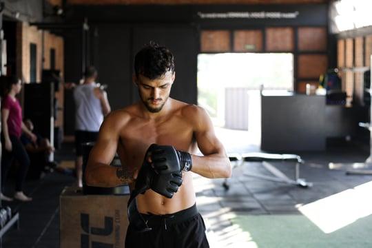 abs-athlete-biceps-2204179